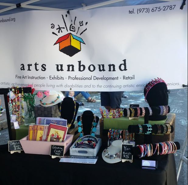 Our showcase with Arts Unbound at the 2016 Maplewood Art Walk.